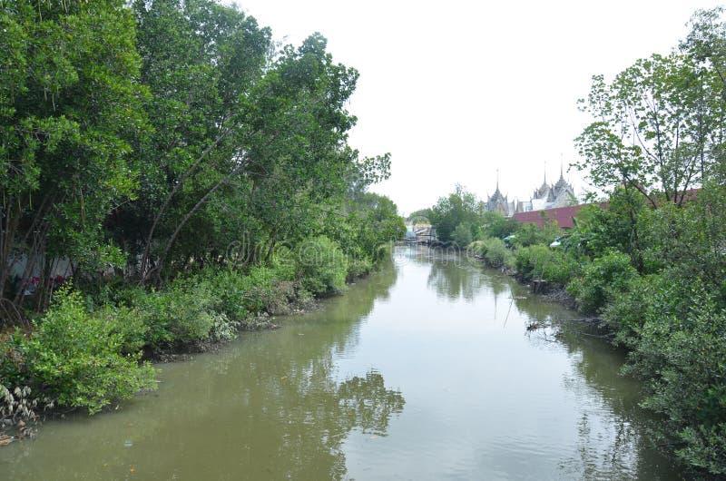 Het kanaalstroom van klapkhun Thian aan het overzees in Bangkok Thailand royalty-vrije stock fotografie