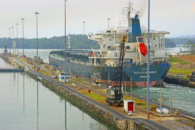 Het Kanaalvrachtschip van Panama stock afbeeldingen