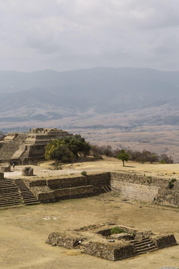 Het kapitaal van de Azteekse cultuur was Monte Alban, waar nu slechts de ruïnes worden verlaten royalty-vrije stock fotografie