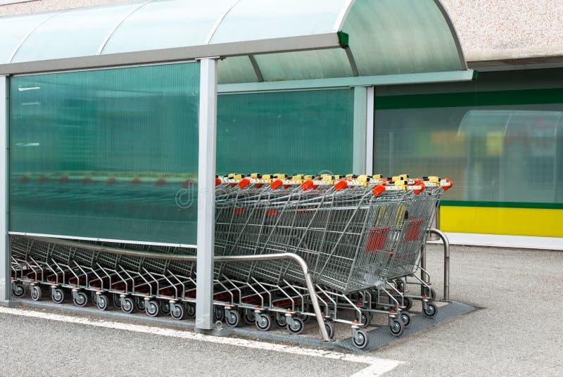 Het Karretje van de supermarkt royalty-vrije stock afbeelding