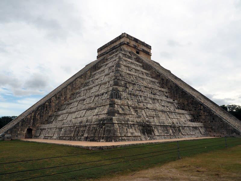 Het Kasteel, het belangrijkste monument van Chichen Itza stock foto's