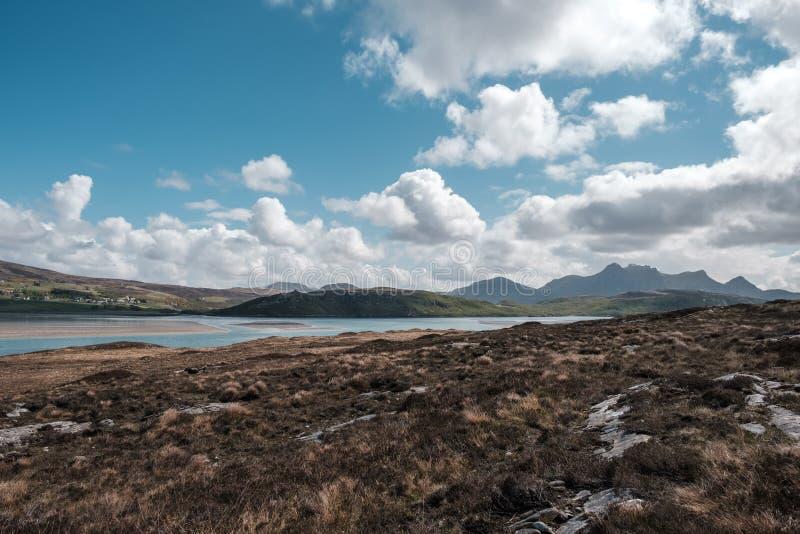 Het kasteel Bharrich overziet Kyle van Tong in Schotland stock afbeelding