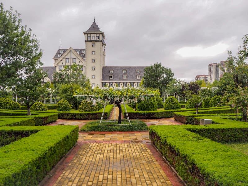 Het kasteel en de wijngaarden van goed - bekend Chinees wijnmerk Changyu, de grootste producent in China royalty-vrije stock afbeeldingen