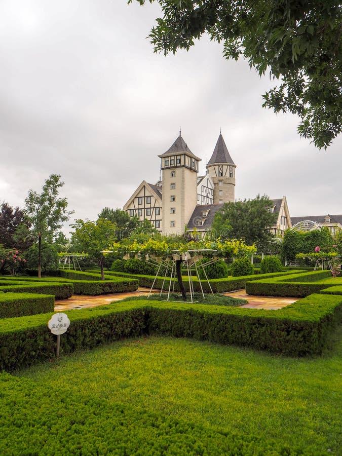 Het kasteel en de wijngaarden van goed - bekend Chinees wijnmerk Changyu, de grootste producent in China royalty-vrije stock fotografie