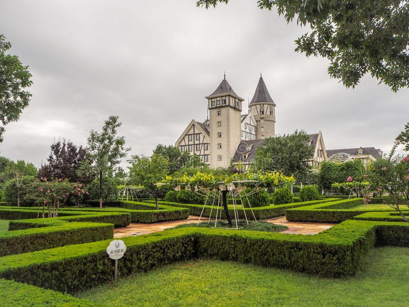 Het kasteel en de wijngaarden van goed - bekend Chinees wijnmerk Changyu, de grootste producent in China stock afbeeldingen