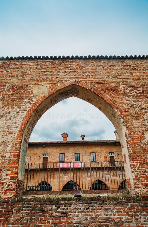 Het Kasteel van Abbiategrassovisconti, in 1382 door Gian Galeazzo Visconti boven een reeds bestaand de 13de eeuwvestingwerk dat w royalty-vrije stock afbeelding