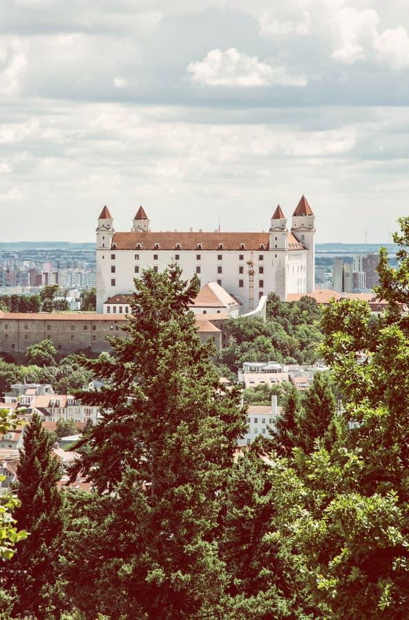 Het kasteel van Bratislava in hoofdstad van Slowakije, retro foto filte royalty-vrije stock foto