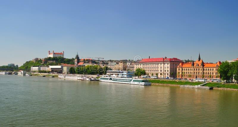 De kade van Dunabe. Bratislava. Slowakije. stock afbeeldingen
