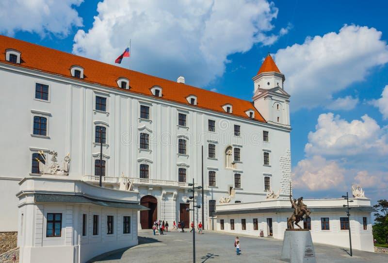 Het kasteel van Bratislava op heldere zonnige dag royalty-vrije stock foto's
