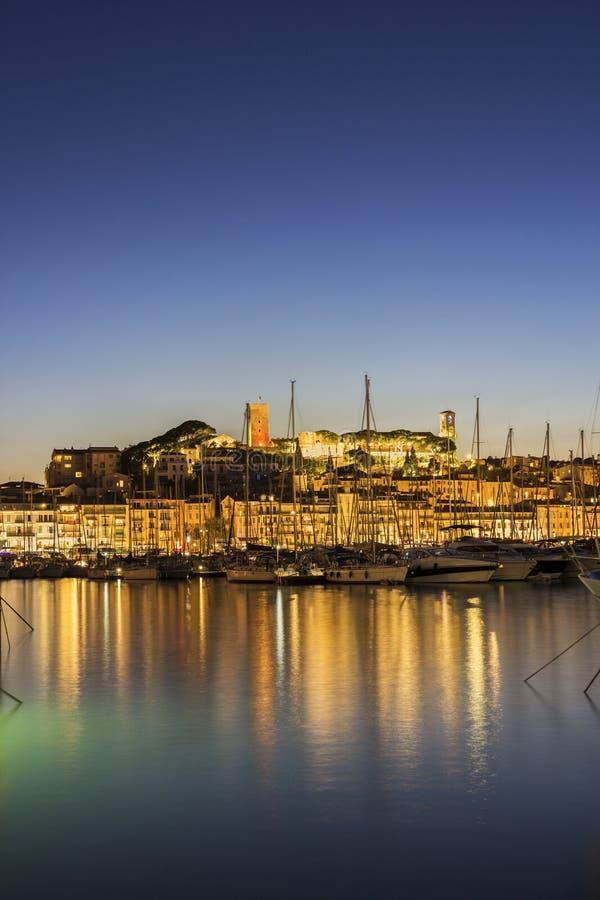 Het Kasteel van Cannes in Frankrijk in de avond royalty-vrije stock foto's