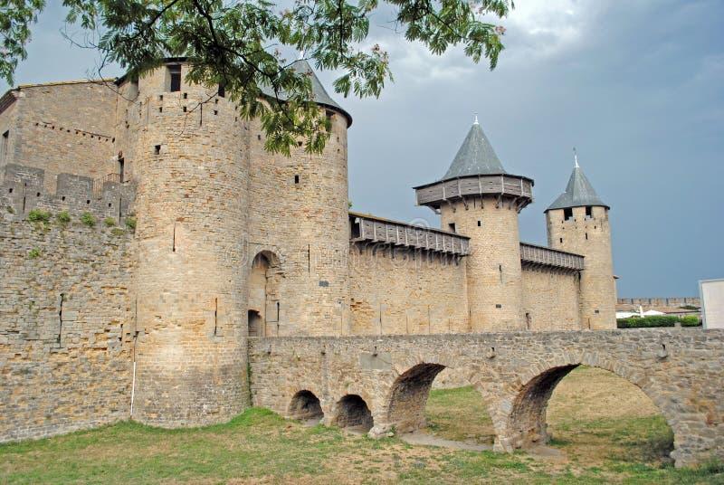 Het kasteel van Carcassonne vóór onweer stock afbeeldingen