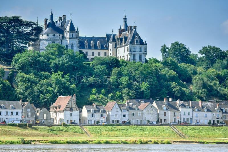 HET KASTEEL VAN CHAUMONT, FRANKRIJK - JULI 07, 2017: Het kasteel van Chaumont bevindt zich boven de Rivier de Loire in een de zom stock foto's
