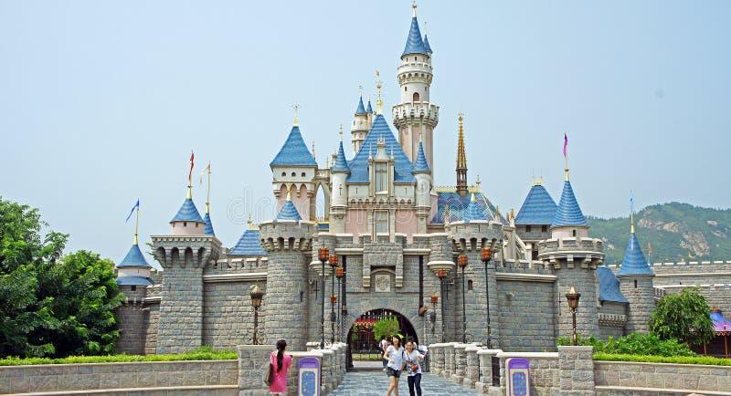 Het Kasteel van de slaapschoonheid in Hong Kong Disneyland stock foto's