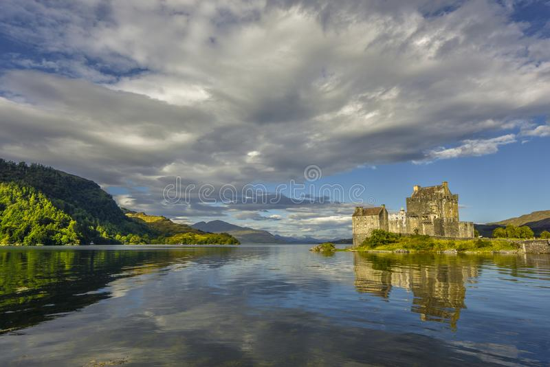 Het kasteel van Eileandonan - een uitzonderlijke mening, Schotland, het Verenigd Koninkrijk stock foto's