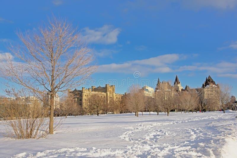 Het kasteel van Fairmontchã¢teau Laurier een Conaught die op een de winterdag voortbouwen met sneeuw in Ottawa, hoofdstad van Can royalty-vrije stock afbeeldingen