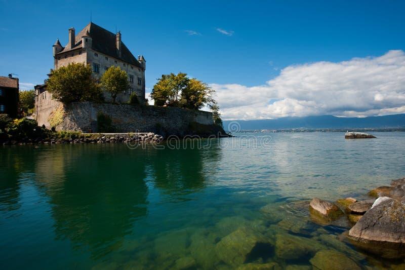 Het Kasteel van Genève van het meer in Yvoire Frankrijk stock foto