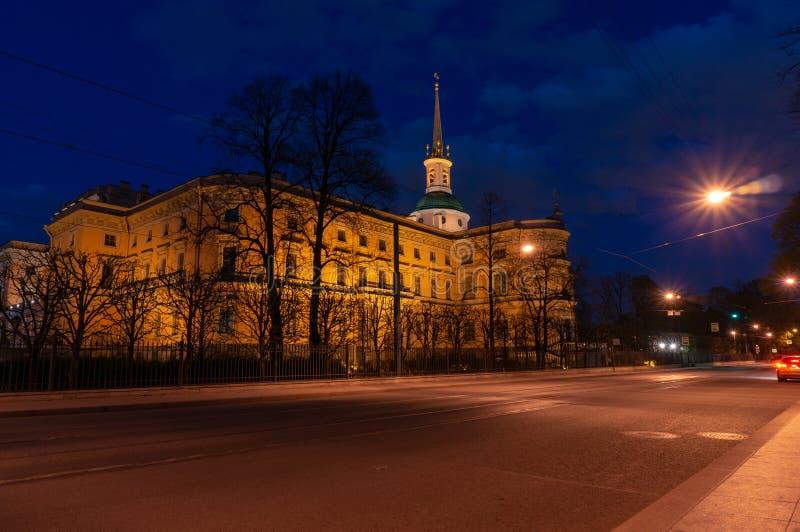 Het Kasteel van heilige Michael ` s Mikhailovskykasteel of het Kasteel van Ingenieurs bij nacht Heilige Petersburg, Rusland stock fotografie