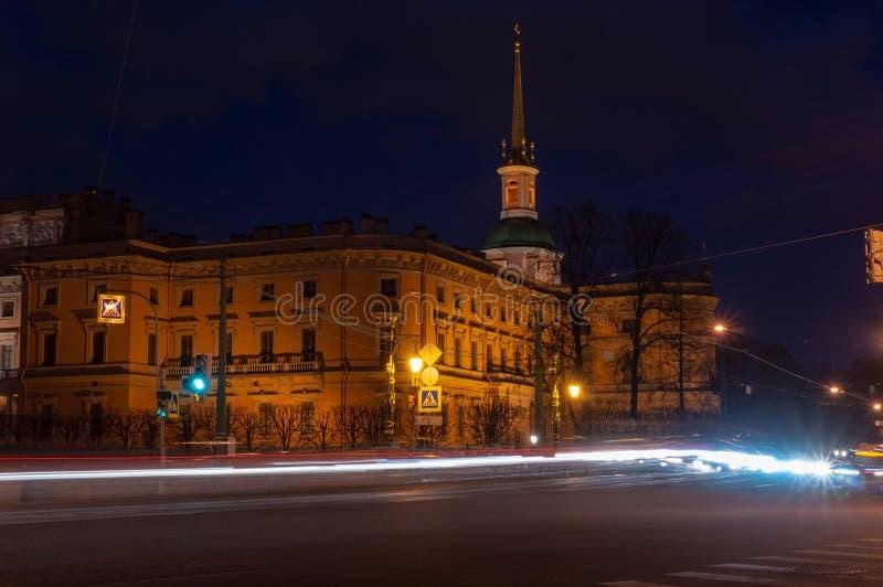 Het Kasteel van heilige Michael ` s Mikhailovskykasteel of het Kasteel van Ingenieurs bij nacht Heilige Petersburg, Rusland stock foto