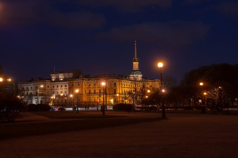 Het Kasteel van heilige Michael ` s Mikhailovskykasteel of het Kasteel van Ingenieurs bij nacht Heilige Petersburg, Rusland stock foto's