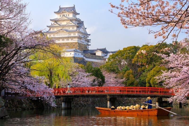 Het kasteel van Himeji bij de lente stock foto's