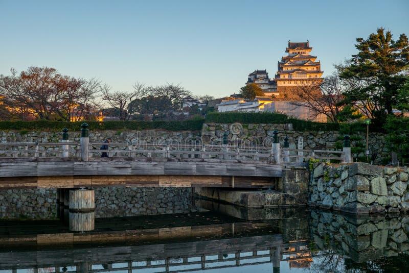 Het kasteel van Himeji bij nacht in hyogo, Japan bij dageraad royalty-vrije stock afbeeldingen