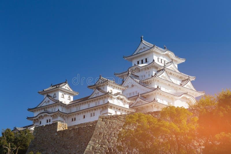 Het Kasteel van Himeji met duidelijke blauwe hemelachtergrond royalty-vrije stock foto