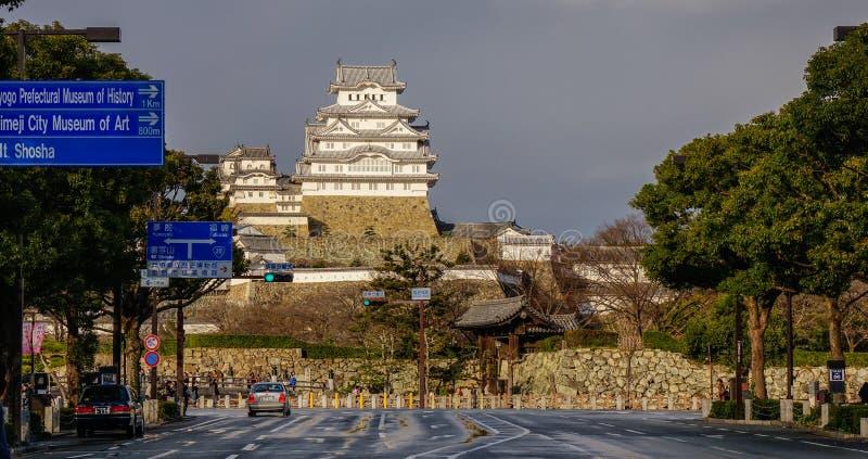 Het Kasteel van Himeji in regenachtige dag stock foto's