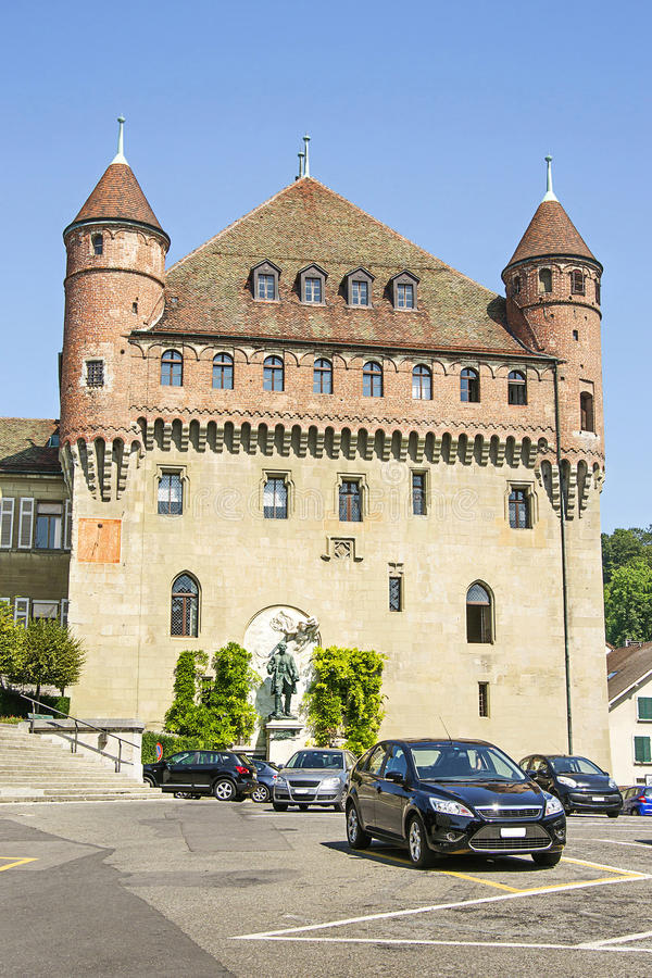 Het Kasteel van Lausanne heilige-Maire (Chateau heilige-Maire) in de zomer stock foto's