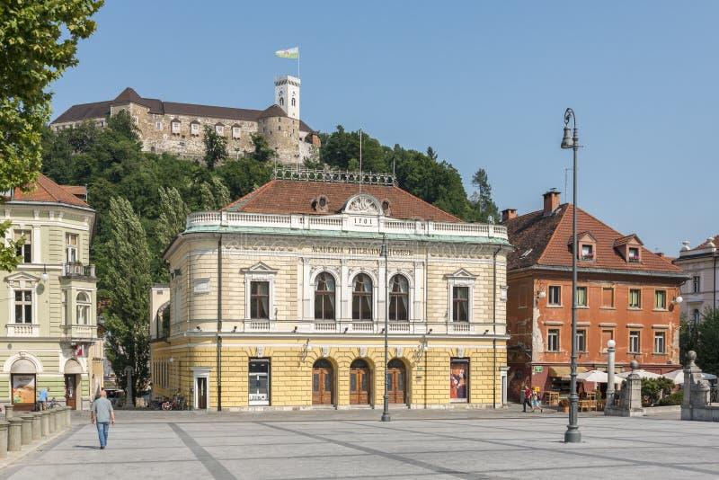 Het Kasteel van Ljubljana en Congresvierkant in Ljubljana, Slovenië stock foto's