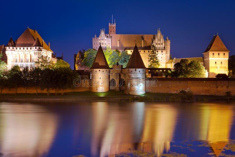 Het kasteel van Malbork bij nacht, Polen royalty-vrije stock fotografie