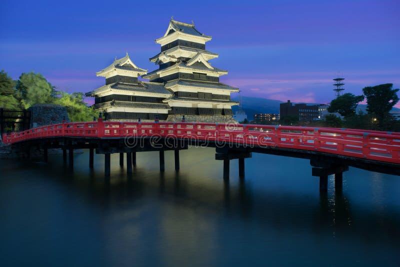 Het kasteel van Matsumoto bij nacht in de stad van Matsumoto, Nagono, Japan stock fotografie