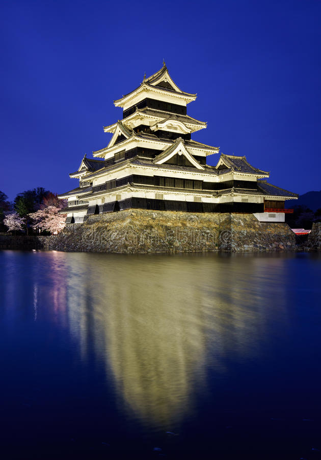Het kasteel van Matsumoto in lentetijd, Nagano, Japan stock foto's