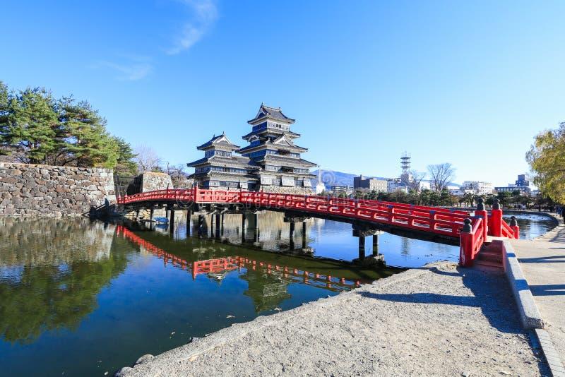 Het kasteel van Matsumoto tegen op blauwe hemelachtergrond in de winter, Één van beroemde plaats in de stad van Matsumoto, de pre stock fotografie