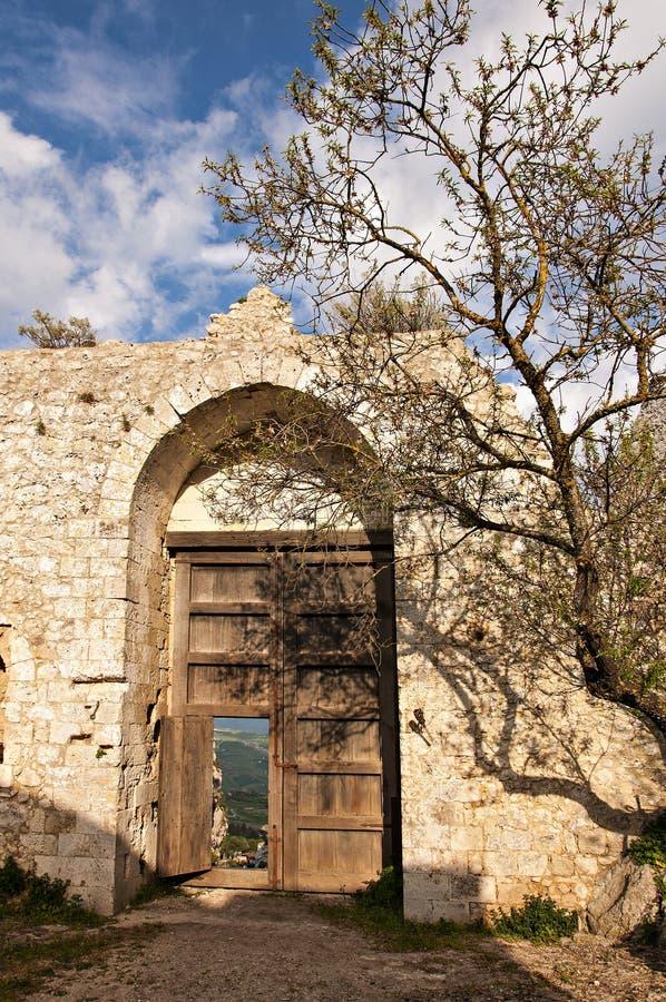 Het kasteel van Mussomeli stock foto