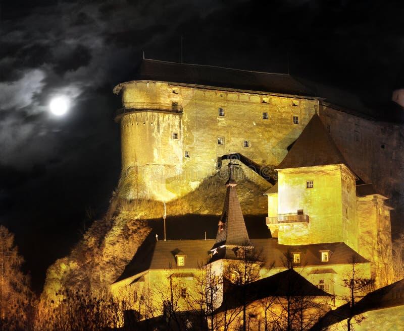 Het Kasteel van Orava - de scène van de Nacht stock foto