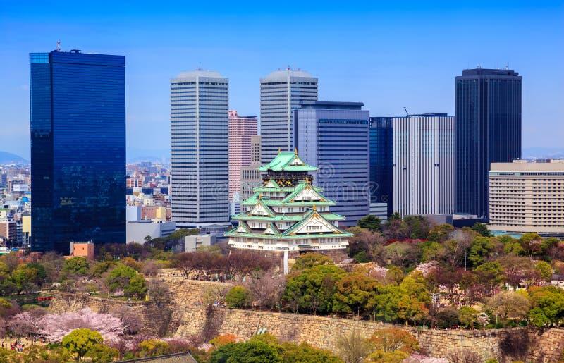 Het kasteel van Osaka in het seizoen van de kersenbloesem, Osaka, Japan stock foto