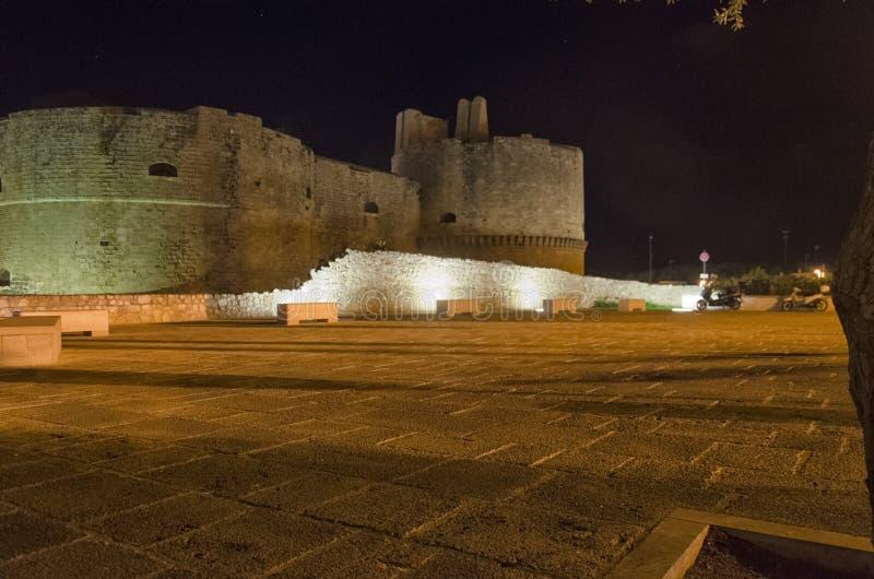 Het kasteel van Otranto bij nacht stock foto's