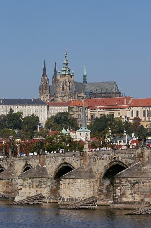 Het kasteel van Praag en de brug van Charles stock afbeeldingen