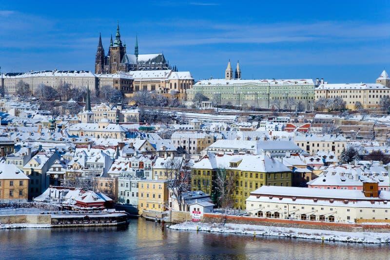 Het kasteel van Praag en Moldau-rivier, Praag (Unesco), Tsjechische republiek stock foto's