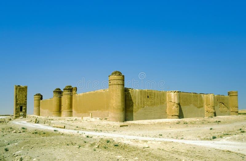 Het kasteel van Qasr al-Hayr al-Sharqi in de Syrische woestijn stock foto