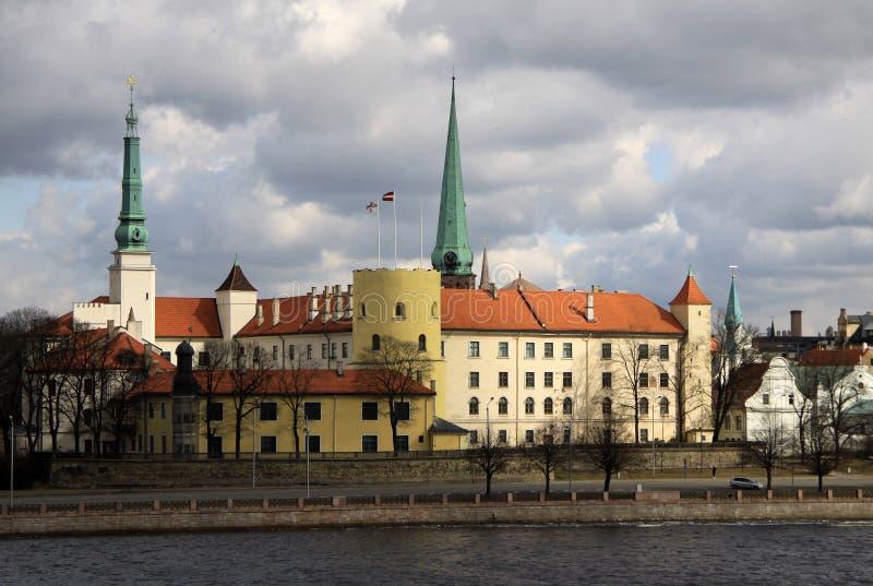 Het kasteel van Riga Het kasteel is een woonplaats voor een president van Letland (Oude Stad, Riga, Letland) stock afbeeldingen