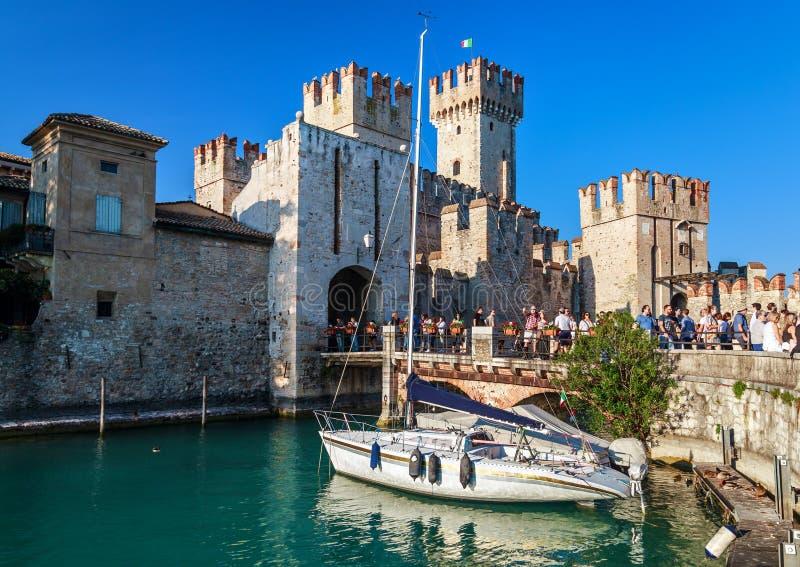Het kasteel van Roccascaligera in Sirmione royalty-vrije stock foto's