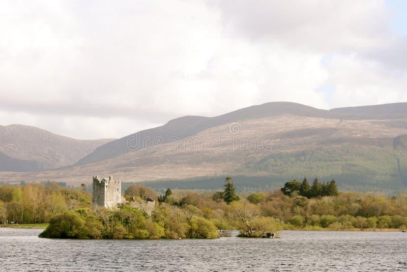 Het kasteel van Ross in Kerry bergen, killarney, Ierland stock afbeelding