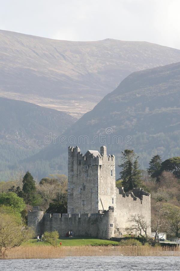 Het kasteel van Ross in Kerry bergen, killarney, Ierland royalty-vrije stock afbeeldingen