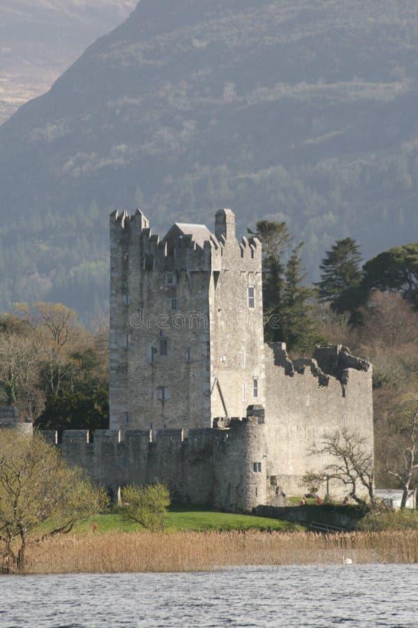 Het kasteel van Ross in Kerry bergen, killarney, Ierland stock afbeeldingen