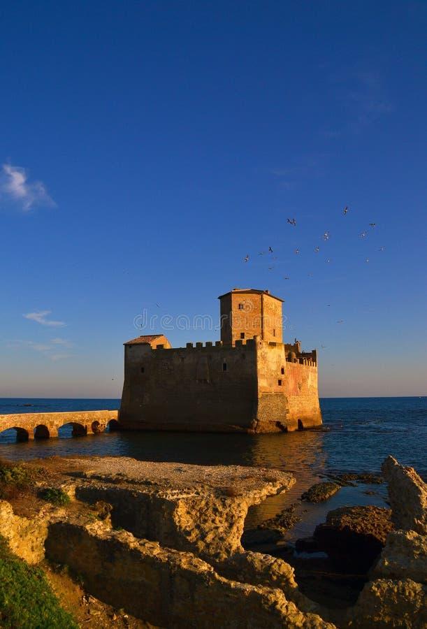 Het kasteel van Torreastura dichtbij Rome stock foto