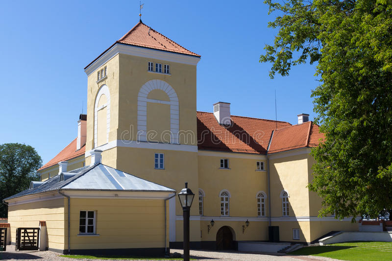 Het Kasteel van Ventspils wordt gevestigd in Ventspils, Letland stock afbeeldingen