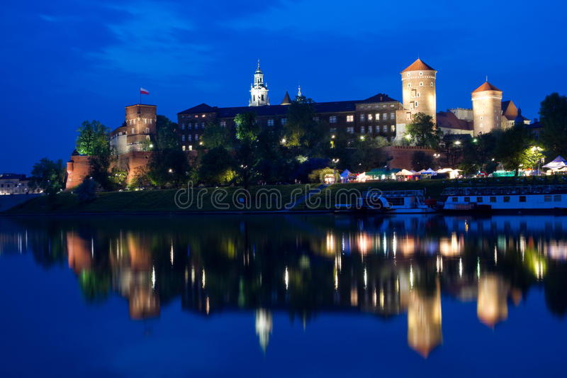 Het Kasteel van Wawel bij nacht stock foto