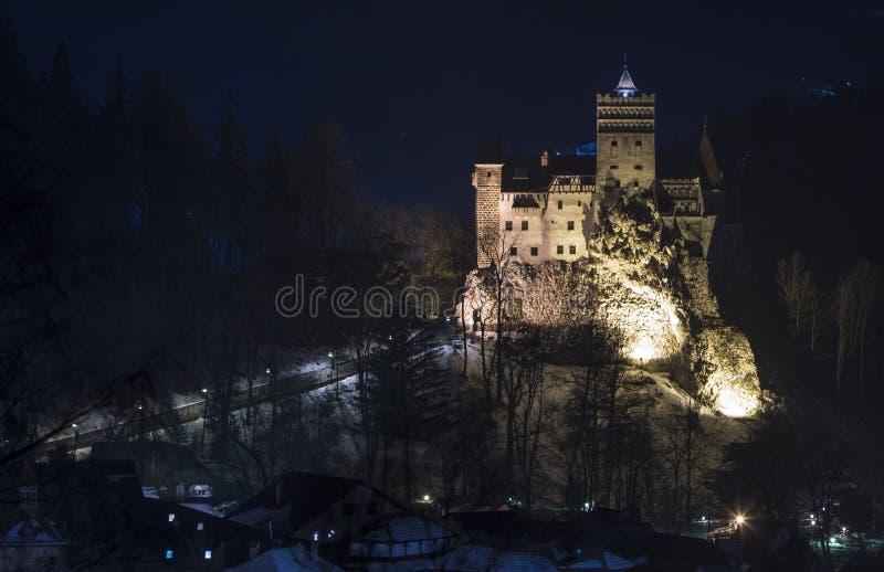 Het Kasteel van zemelen, Roemenië middernachtbeeld van Dracula-vesting in Transsylvanië, middeleeuws oriëntatiepunt stock afbeelding
