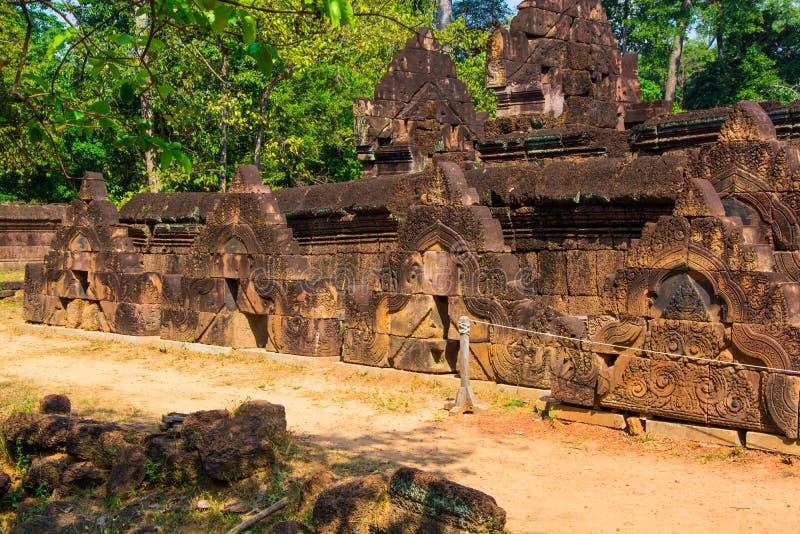 Het kasteelgroep van Banteaysrei Architectuur van oude Khmer royalty-vrije stock fotografie